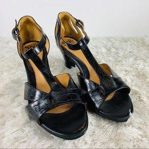 "Sofft Black T Strap Sandals 2.75"" Heel 9 W"